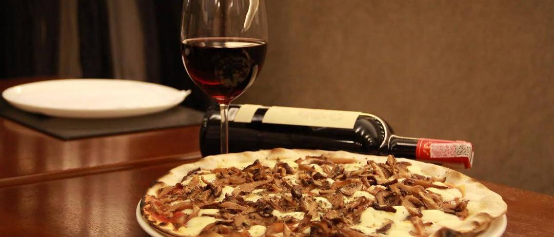 Gosta de um bom vinho? Quer saber como agradar a clientela? Aqui vão quatro combinações entre pizza e vinho que você vai adorar! (parte 1)